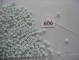 606- 3.6mm glazen rocailles gestreept wit/groen 15gr