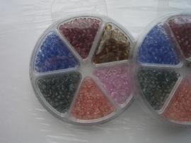 0088- 6 soorten/kleuren kunststof kraaltjes OPRUIMING