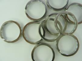 CH.049-03 - 10 stuks extra stevige sleutelringen van 25 mm. staalkleur