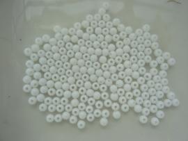 117474/0062- ruim 200 stuks kunststof kralen opak van 4mm wit OPRUIMING