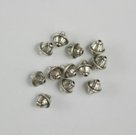 117467/0666- 12 x metalen kralen verzilverd ovaal met kabelrand 8mm