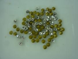 00565- 50 x strass steentjes met punt achterkant SS14-3.5mm zilver