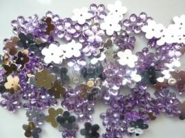 008022/0045- 120 stuks kunststof strass/spiegel bloemetjes van 12mm met gaatje lila
