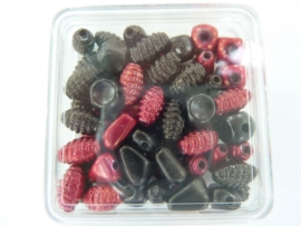 ca 60 x satijnkralen fantasie rood/zwart 117206/713KA