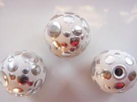 3978- 2 stuks noppenkralen van 24mm wit met zilveren noppen - SUPERLAGE PRIJS