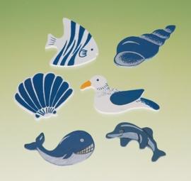 8025 495- 12 stuks houten maritiem decoratie van 4cm schelpen en zeedieren