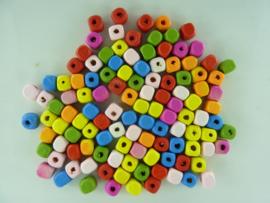 CH. R249 - ca. 100 stukst vierkante houten kralen 6 x 6 mm. kleuren mix