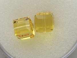109318/0190- 2 x swarovski cube 8x8mm light topaz