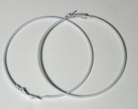 1 paar Creolen oorringen van 7cm doorsnee wit