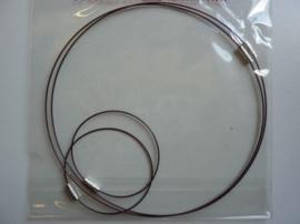 12171-7106- 2 x staaldraad ketting 45cm & 2 x staaldraad armband 18cm bruin