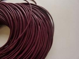 1 meter echt leren veter roodbruin / oubergine van 2 mm. dik - AA kwaliteit - SUPERLAGE PRIJS!