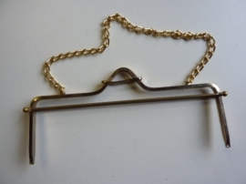 tasbeugel van 24cm goudkleur met ketting en 2 bevestigingsstangen