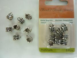 00010 - OPRUIMING - 8 stuks metalen aanhang kralen