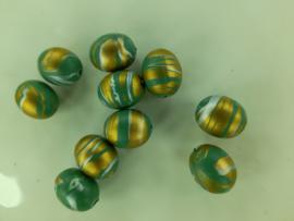 00028 - superopruiming - 10 stuks kunststof kralen van 14 x 11 mm. groen/goud
