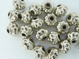 2243- 20 stuks licht metalen kralen 9x8mm zilverkleur