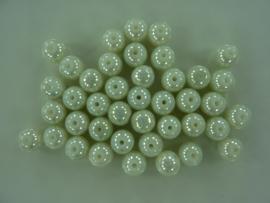 3698- ca. 40 stuks glaskralen van 8mm gebroken wit met high gloss glans coating