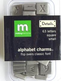 5219- doosje met 63 x zwaar metalen charms alfabet zilver