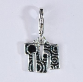 117467/1213- zwaar verzilverde metalen letter bedel M