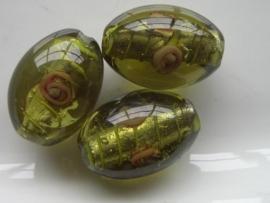 4861- grote glaskraal met bloem dik ovaal 25x18mm