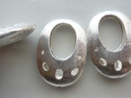 117465/3727- zwaar metalen kraal geborsteld fantasie ovaal opengewerkt 35x25mm