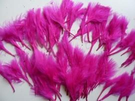 0.CH.07A. ruim 100 stuks (18 gram) verentoefjes van 7 tot 10cm lang fuchsia