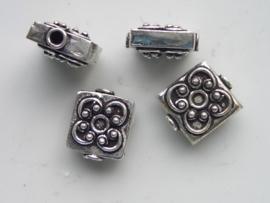 zware massieve metalen kraal plat vierkant bewerkt 15mm 117465/0202