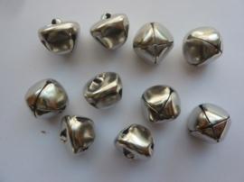 CH.055- 10 stuks kattebelletjes van 18x18mm staalkleur - SUPERLAGE PRIJS!