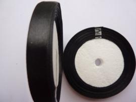 rol met 22.86 meter zwart satijnlint van 12mm breed OPRUIMING