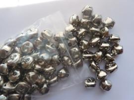 CH.055.100- 100 stuks kattebelletjes van 18x18mm staalkleur - SUPERLAGE PRIJS!