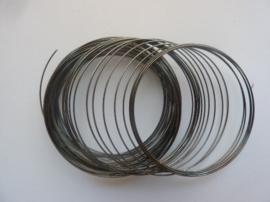Memory wire voor spiraalarmband doorsnee 5.5cm ca. 40 wikkels antraciet