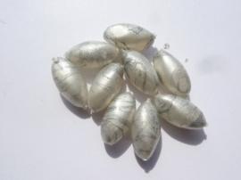 000188- 10 stuks kunststof kralen gemarmerd zilver/grijs 15x7mm OPRUIMING
