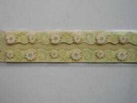 5377- K&Co 3D versierstrips daisy`s 2 strips van 2.5x30cm OPRUIMING