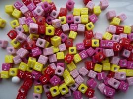 ca 200 stuks letterkralen mix roze/rood/geel vierkant 6mm - groot gat - SUPERLAGE PRIJS!