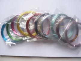 CH.009 - 10 rollen van 5 meter aluminiumdraad in 10 kleuren - dikte 1.0 mm.