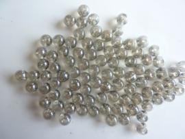 3252 - Ca. 70 stuks glaskralen van 6 mm. lichtgrijs hoogglans