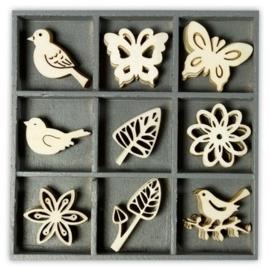 1852 1015- box met 45 stuks houten ornamentjes floral fine 10.5x10.5cm