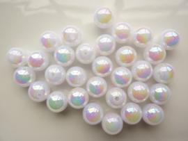 117474/0031- ruim 30 stuks kunststof parels van 10mm wit AB coating OPRUIMING