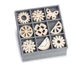 1852 1029- box met 45 stuks houten ornamentjes summergarden 10.5x10.5cm