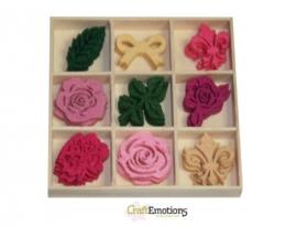 CE800400/0161- 45 stuks vilten rozen van ca. 3cm in houten doosje