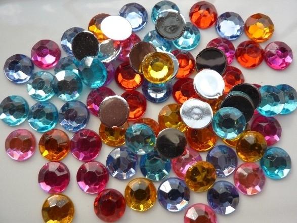 ca. 70 stuks strass stenen mix van 12mm kunststof diverse kleuren - SUPERLAGE PRIJS!