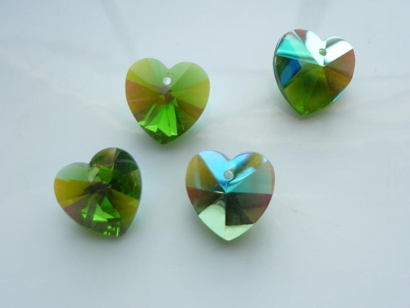 117471/0863- 4 x geslepen glashangers hart 14x13mm groen AB