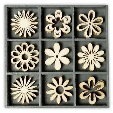1852 1018- box met 45 stuks houten ornamentjes fantasie bloemen 10.5x10.5cm