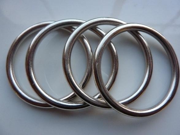 CH.1318- 4 stuks licht metalen ringen van 48mm staalkleur