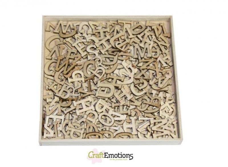 CE811500/0296- XL box met 250 stuks houten alfabet letters 16.8x16.8cm