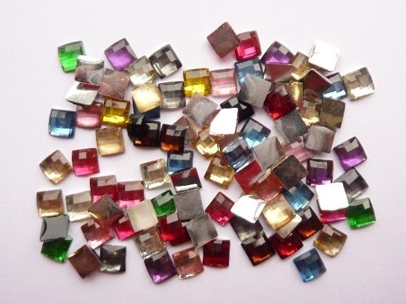 ca 100 stuks strass stenen vierkant kunststof 6x6mm kleurenmix - SUPERLAGE PRIJS!