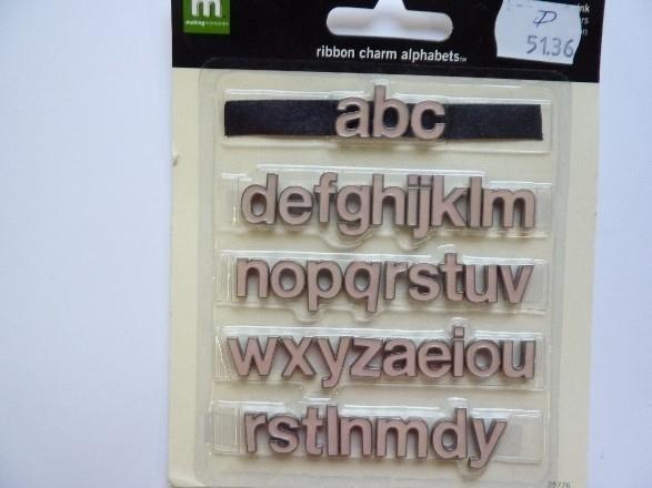 005136.D- 39 stuks lintschuif letters roze/zilver 15 / 11mm OPRUIMING
