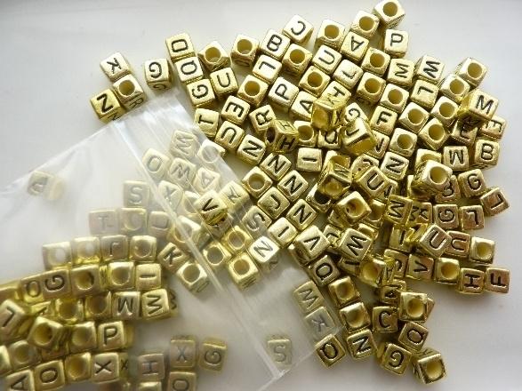 ca 180 stuks letterkralen 6x6mm goudkleur - groot gat - - SUPERLAGE PRIJS!
