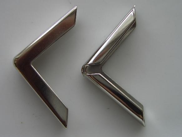 kart35- 2 x middenmaat maphoekjes 22x22mm zilverkleur