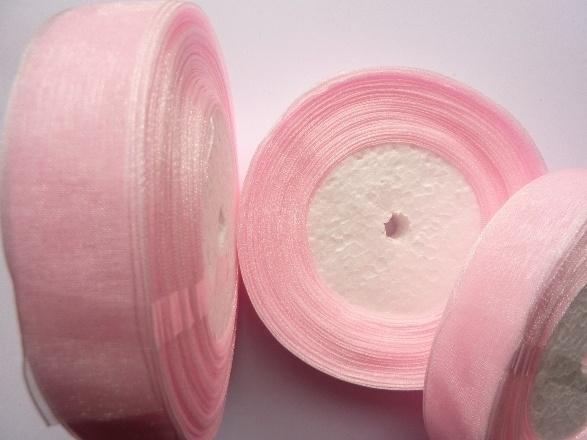 rol met 45.72 meter roze organzalint van 20mm breed OPRUIMING