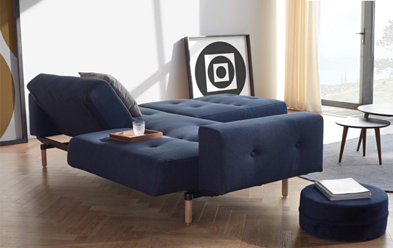 Ample sofa met armleuningen